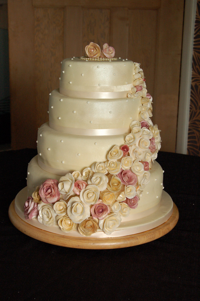 4 tier wedding cake support cascading roses wedding cake 4 tier stacked egg free 10415