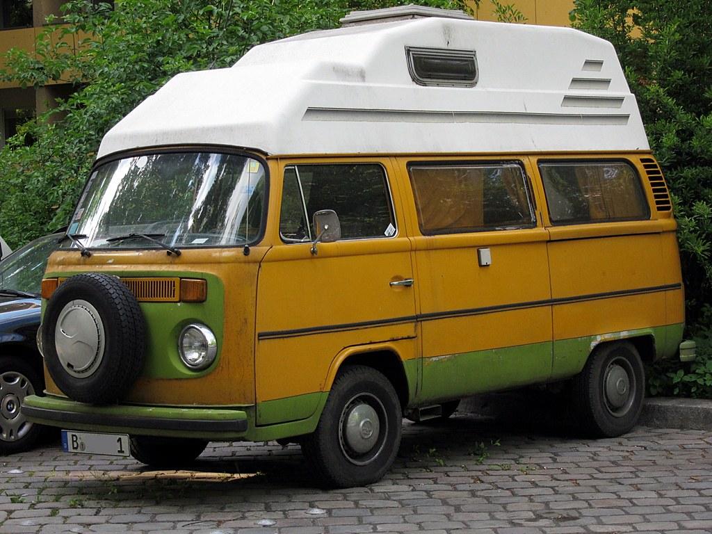 vw bus t2b camper vw bus t2b camper spotted in berlin in m randophoto flickr. Black Bedroom Furniture Sets. Home Design Ideas