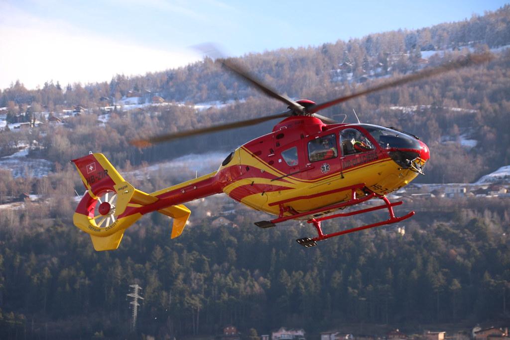 Aéroport - base aérienne de Sion (Suisse) 33036530666_af2933e20a_b