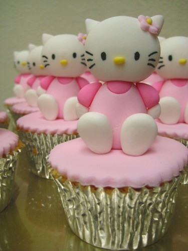 Hello Kitty Cupcake Hello Kitty Sugar Figurine On A Butter Flickr