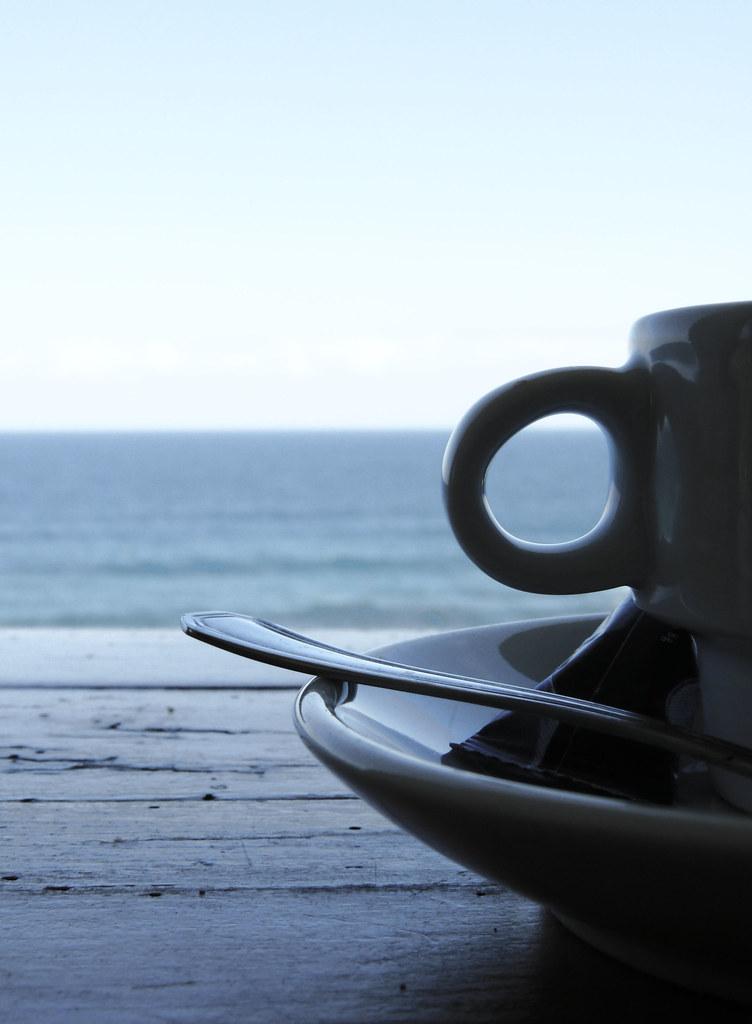 Resultado de imagen de cafe frente al mar