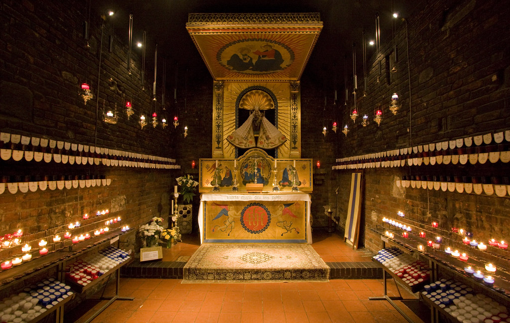 The Holy House in Walsingham | Comper's altar and canopy ...