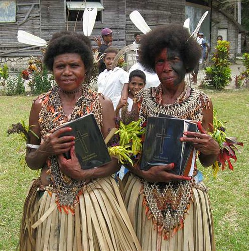 Gapapaiwa ladies with Bibles | by kahunapulej