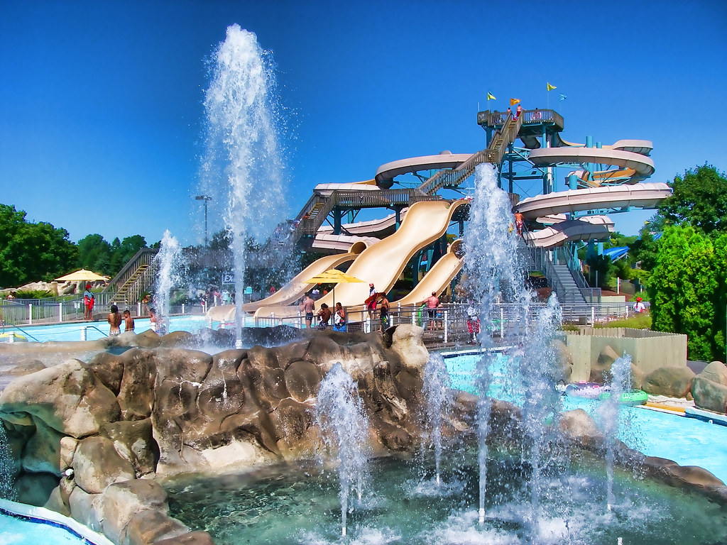 Clementon Park & Splash World is even more fun with a group—and the more you bring, the more you save. Secure your date today!