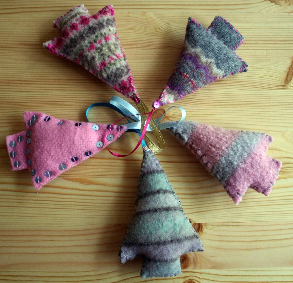 Sample Christmas Tree Decorating Ideas: Recycled Christmas Tree Decorations