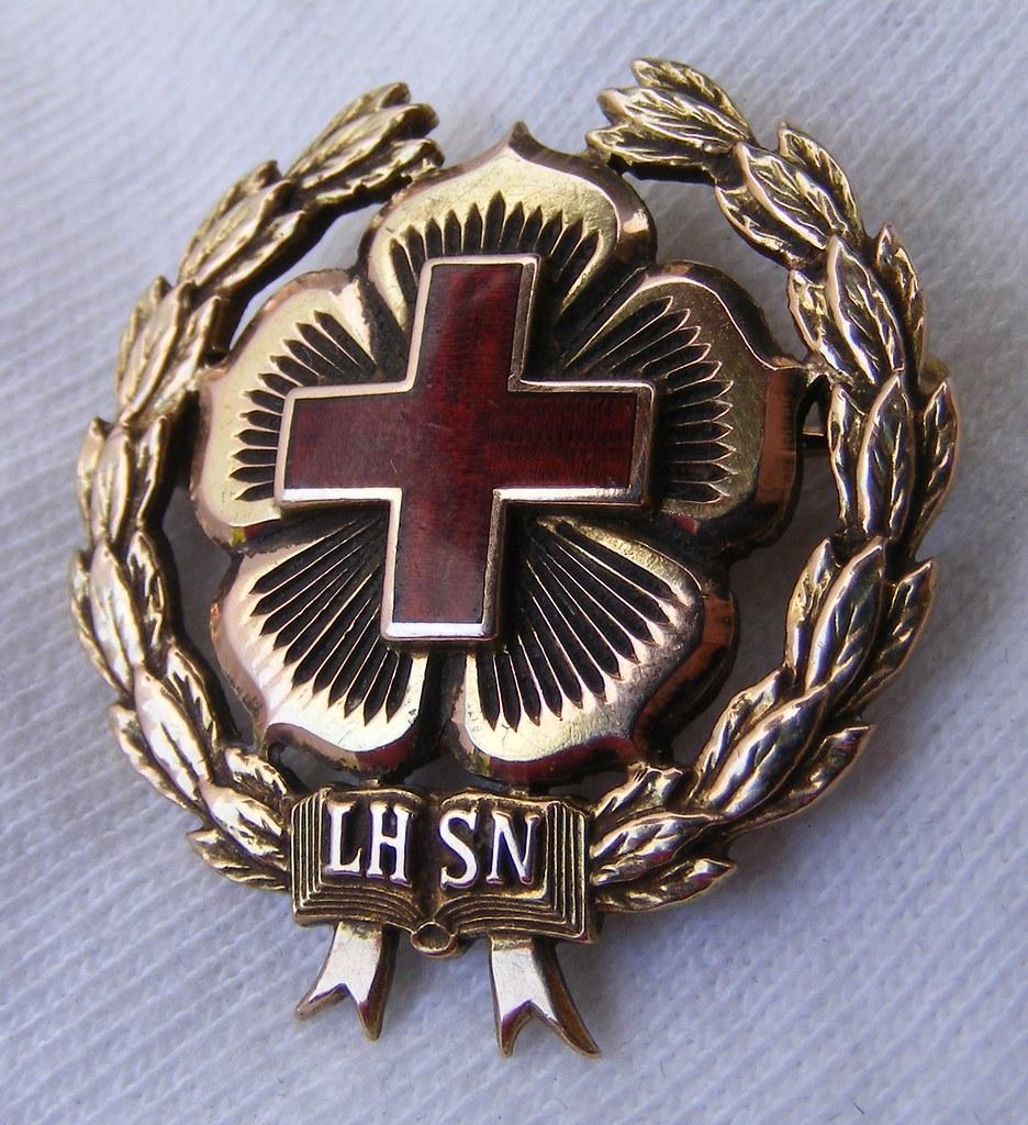 Lutheran Hospital School of Nursing Graduation Pin (Ft. Wa ...  |Nursing Graduation Pins