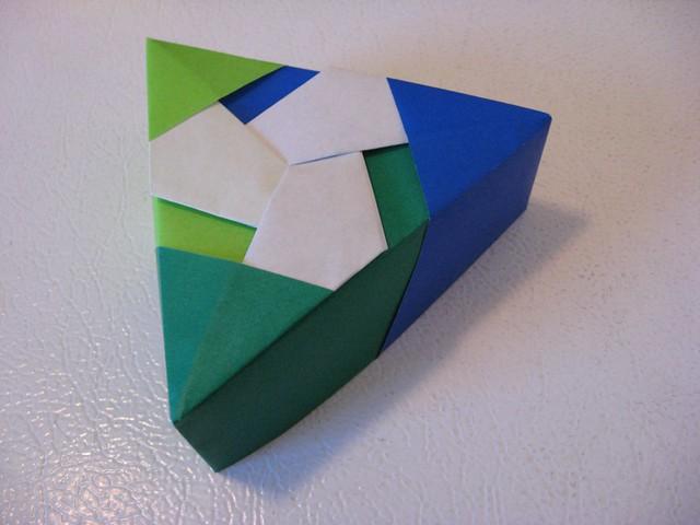 tomoko fuse triangular box three modular box from a flickr