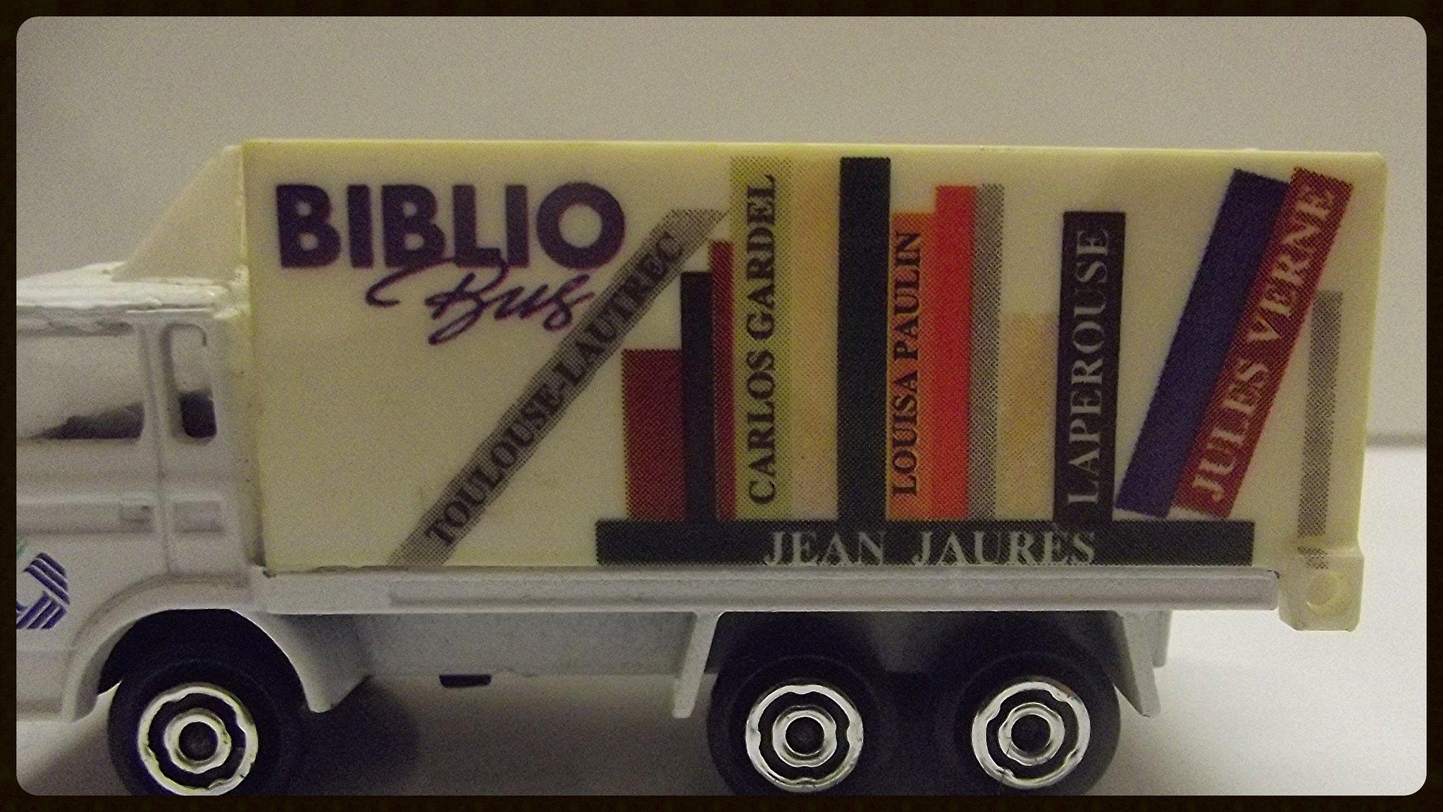 Biblio Bus. 32524221800_88756856a6_k