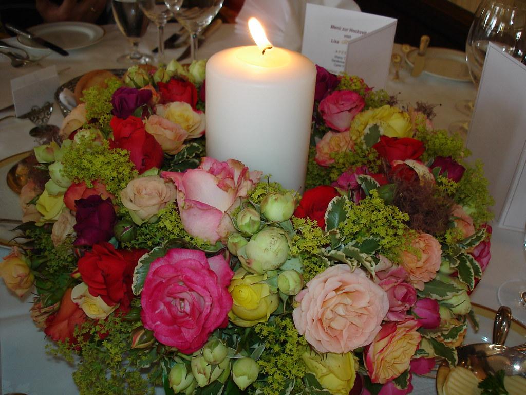 Tischschmuck Hochzeit Bunter Kranz Aus Rosen Flickr