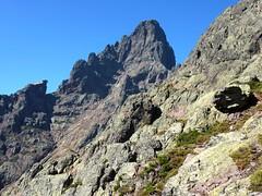 Sur la vire 1750m de Serra Pianella : face à la Brèche du Sphinx et face Est de la Paglia Orba