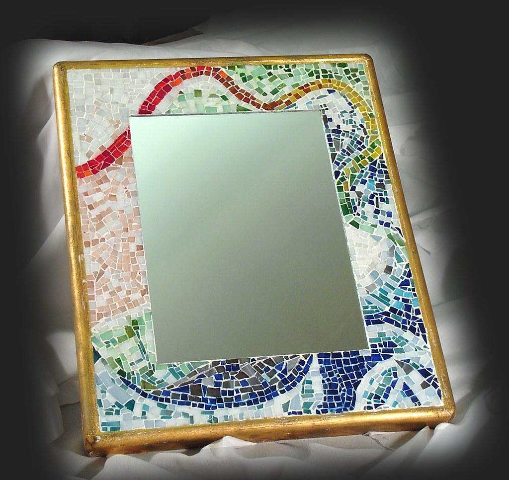 Specchio con cornice in mosaico di tessere di vetro realiz for Una cornice di case