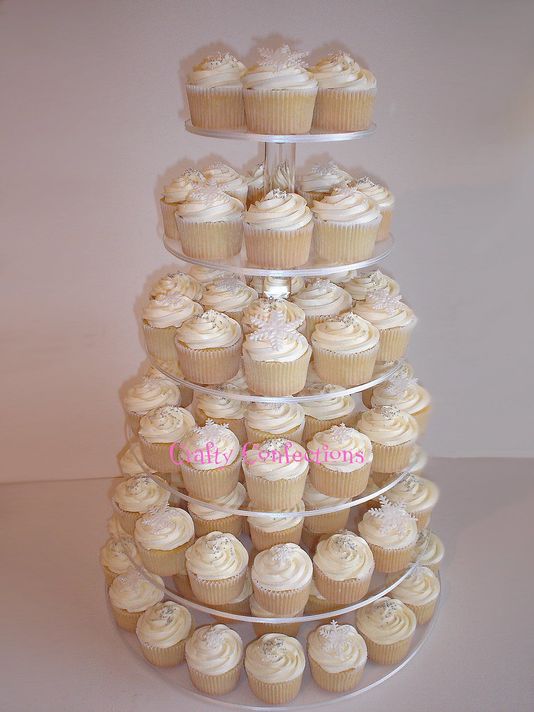 winter wedding cakes cupcakes winter wedding cupcakes i did a mock set up of these 27558