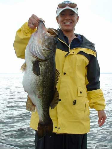 Lake toho orlando florida women catch big florida bass for Bass fishing guides orlando fl
