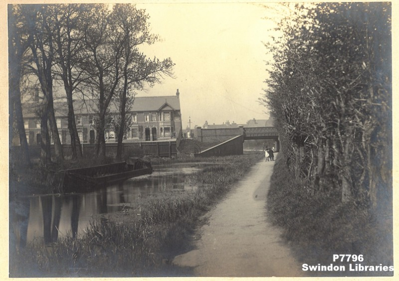 C1914 The Wilts Berks C York Road Bridge Now Fle