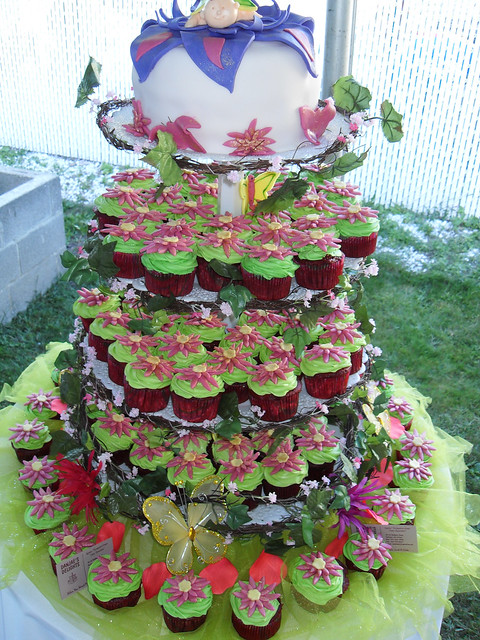 The Fairies Cake Dan Artinya : Fairy Garden Theme Cake with Cupcakes Flickr - Photo ...