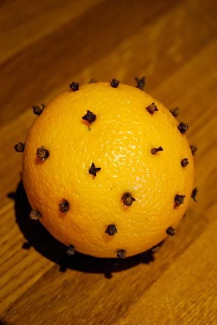 une orange plant de clous de girofles un vieux rem de de flickr. Black Bedroom Furniture Sets. Home Design Ideas