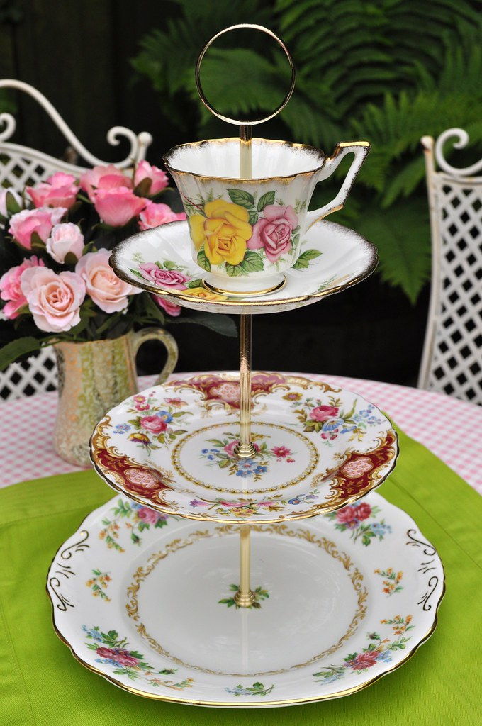 Pretty mismatched china 3 tier cake stand pretty floral for Pretty cake stands