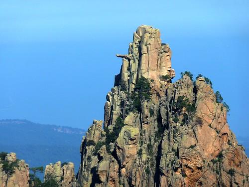 Depuis le GR 20 point 971 m, le Monte Bracciutu et son bras au zoom