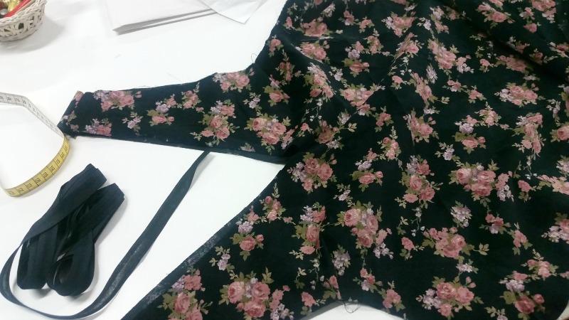 Realizzazione di un progetto, outfit plus size, scamiciato a fiori (3)