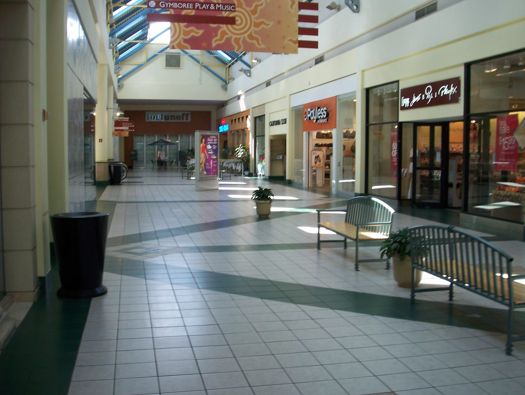 A Very Dead Wing Of The Source Mall  Though Stores Are -5014
