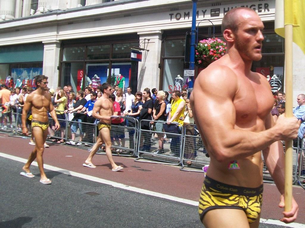 Gay Hookup London Free