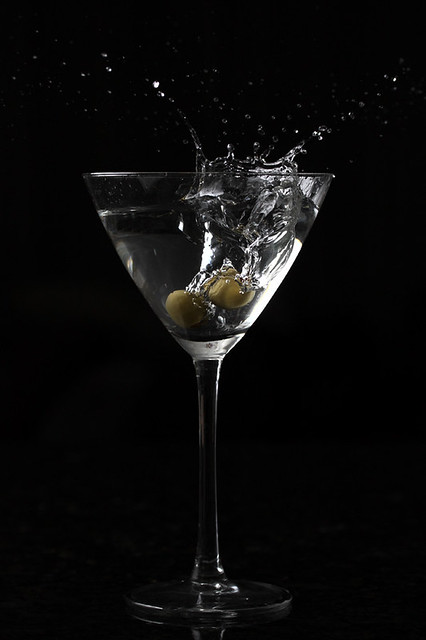 Martini Splash | Olive falling in a Martini cocktail. Setup … | Flickr