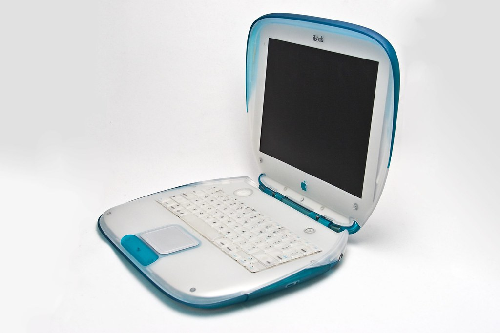 iBook G3 466 MHz Blue/White Clamshell | For how-tos and ...