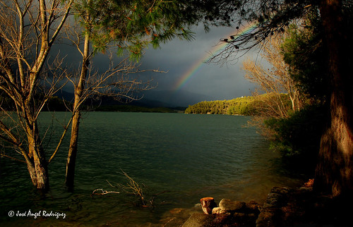 ARCO IRIS EN EL LAGO / RAINBOW ON THE LAKE | by Jose Angel Rodri­guez