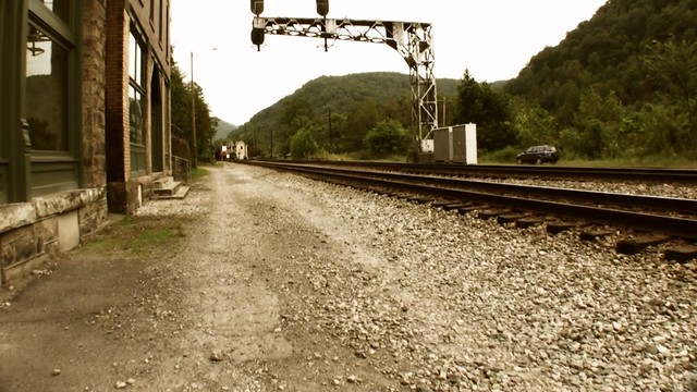 Train through Thurmond, WV | A CSX freight train passes ...