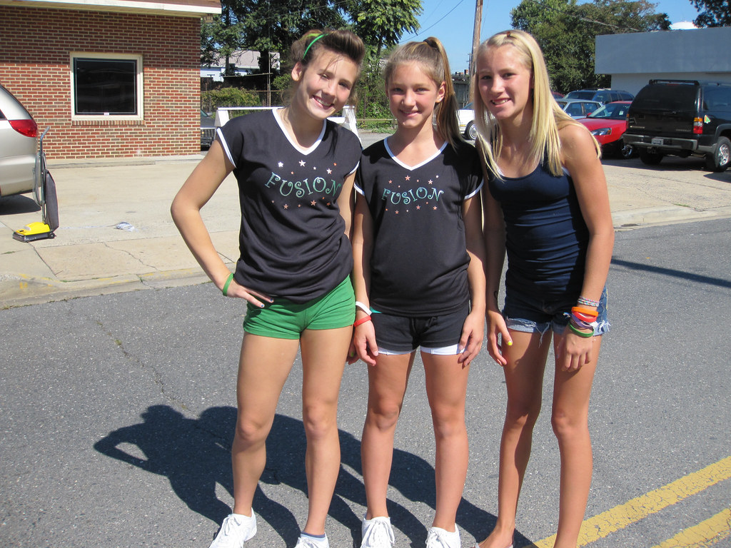 naked girls cheerleaders at school