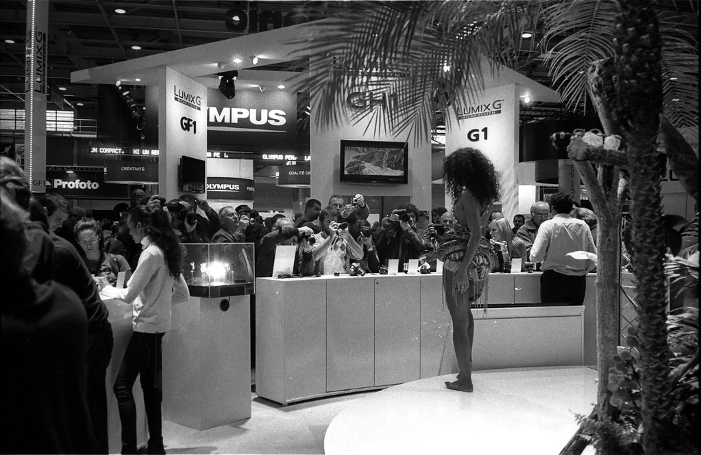 Salon de la photo 2009 l 39 envers du d cor leica m6 hp5 flickr - Edouard denis envers du decor ...