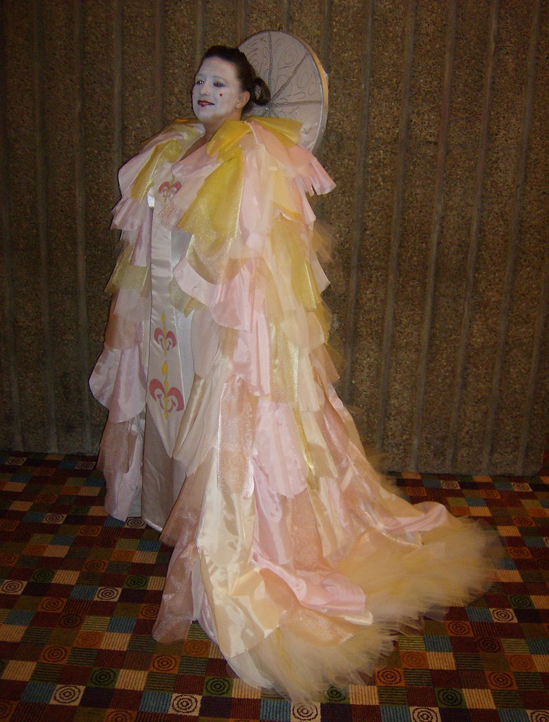 061 Queen Amidala (White Parade Gown) - The Phantom Menace…   Flickr
