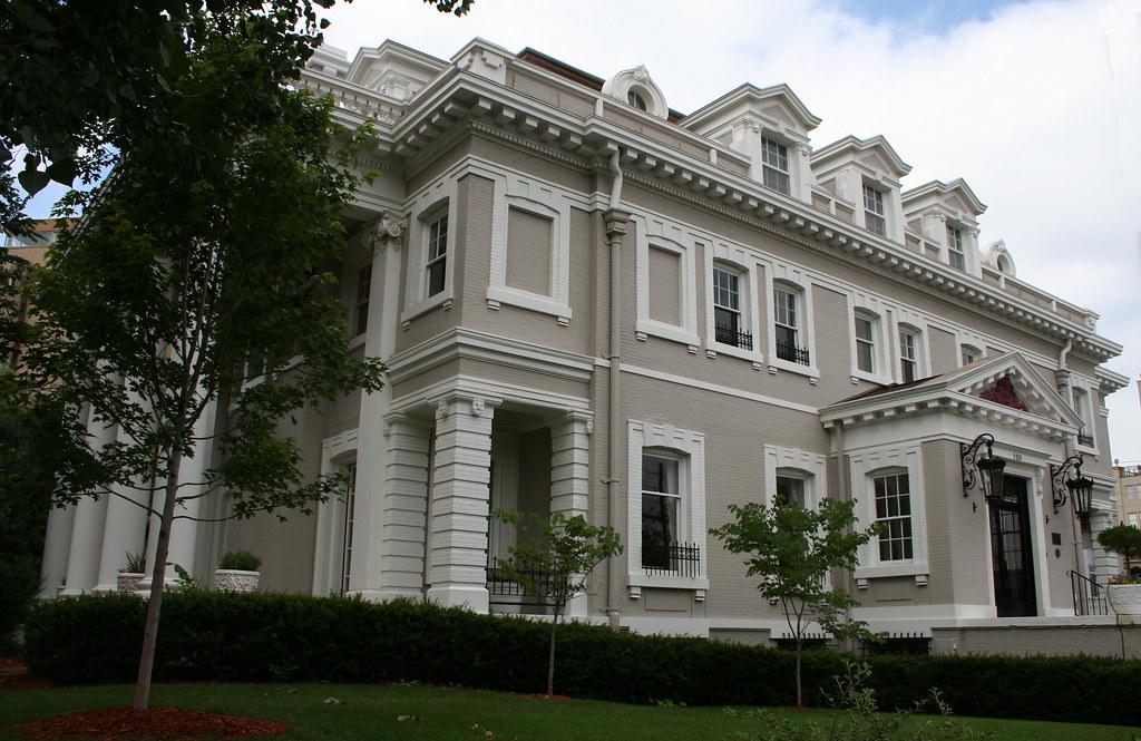 White House Exterior Black Trim
