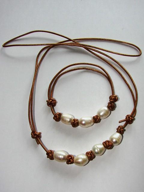 Collar y pulsera de cuero dorado y perlas collar y pulsera flickr - Collares de cuero ...