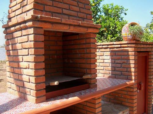Asador6 detalle ladrillo piedra y talavera arq gama y for Asadores para jardin de ladrillo
