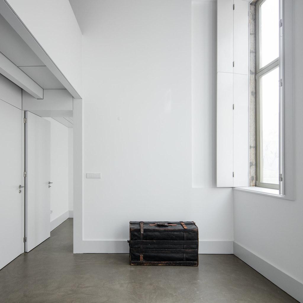 Duplex flat design in Porto by Portuguese architectural studio PF Arch Sundeno_09