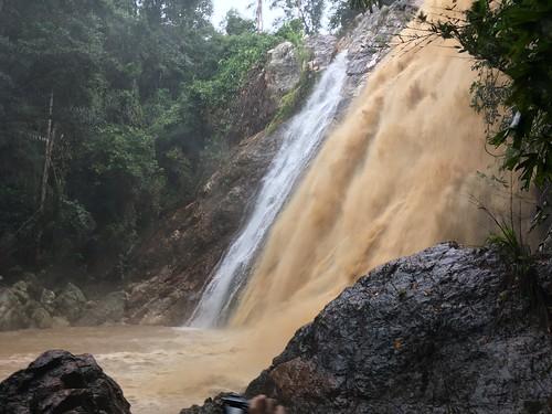 今日のサムイ島 2月28日 ナムアンの滝1がすごい勢い