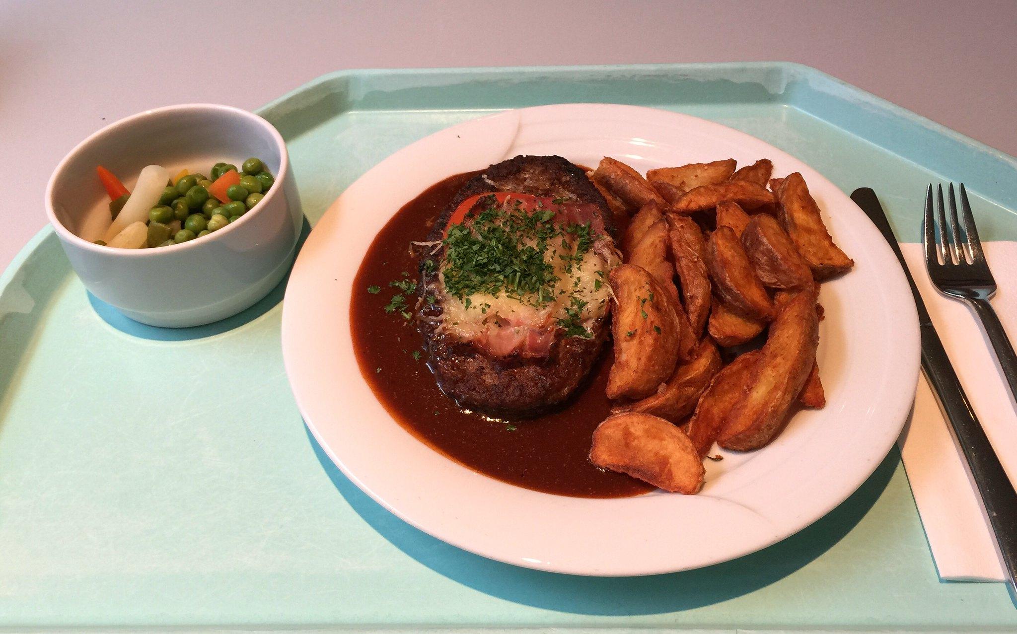 Salisbury steaks with BBQ sauce & country potatoes / Rinderhacksteak mit BBQ-Sauce & Country Potatoes