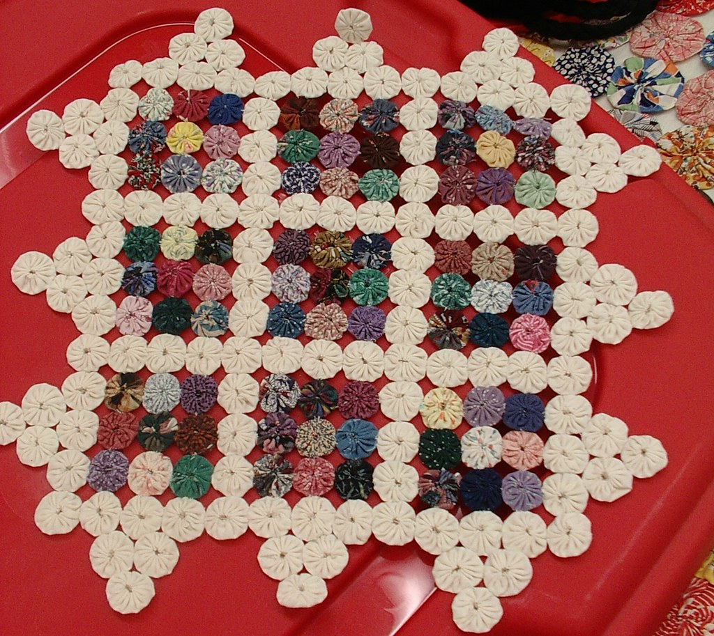 mini yoyo quilt/made by teacher | at the utah valley Quilt ...