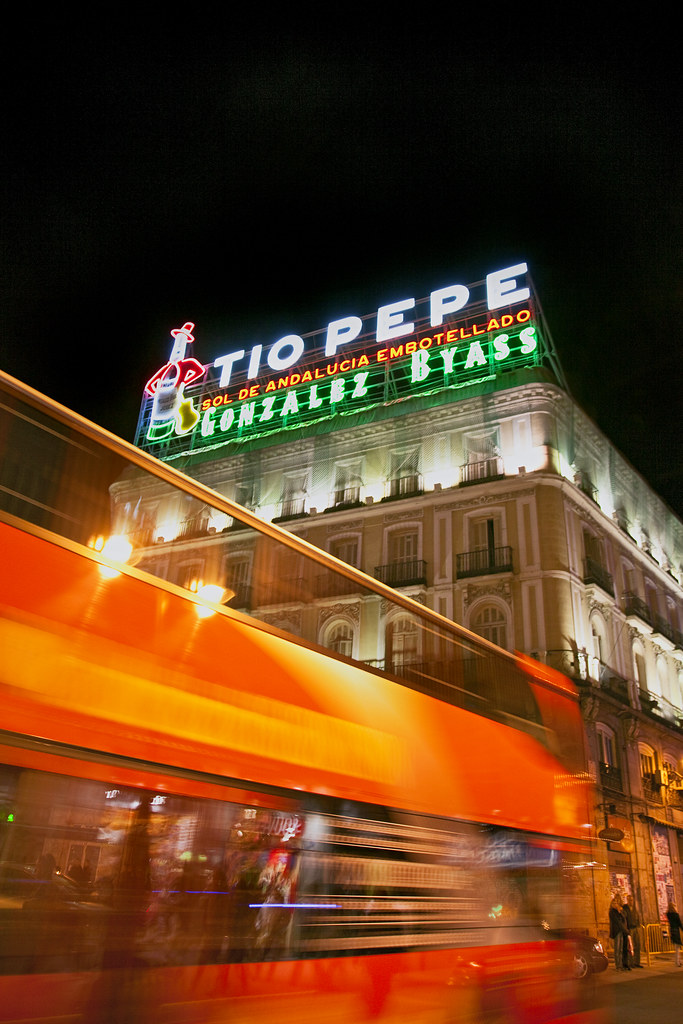 Madrid puerta del sol square t o pepe neon sign spain for Tio pepe madrid puerta del sol