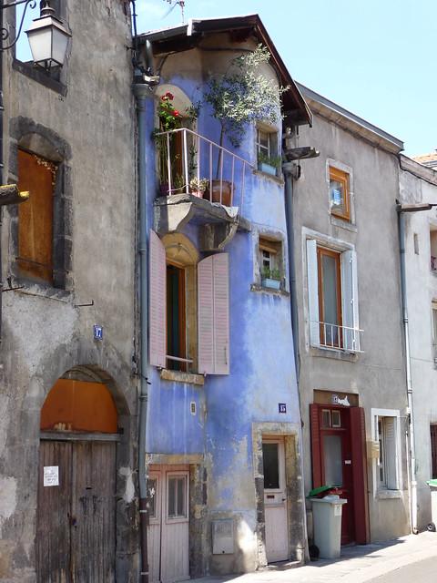 Une maison bleue une jolie maison de riom cette jolie vill flickr phot - Chanson une maison bleue ...