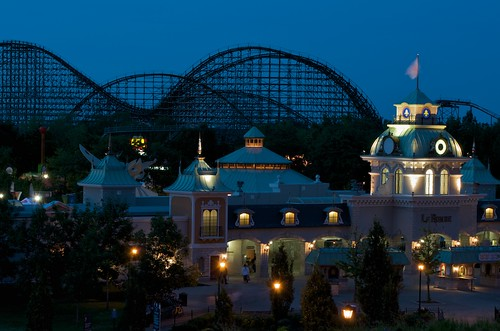la ronde six flags entrance in montreal during blue hour. Black Bedroom Furniture Sets. Home Design Ideas