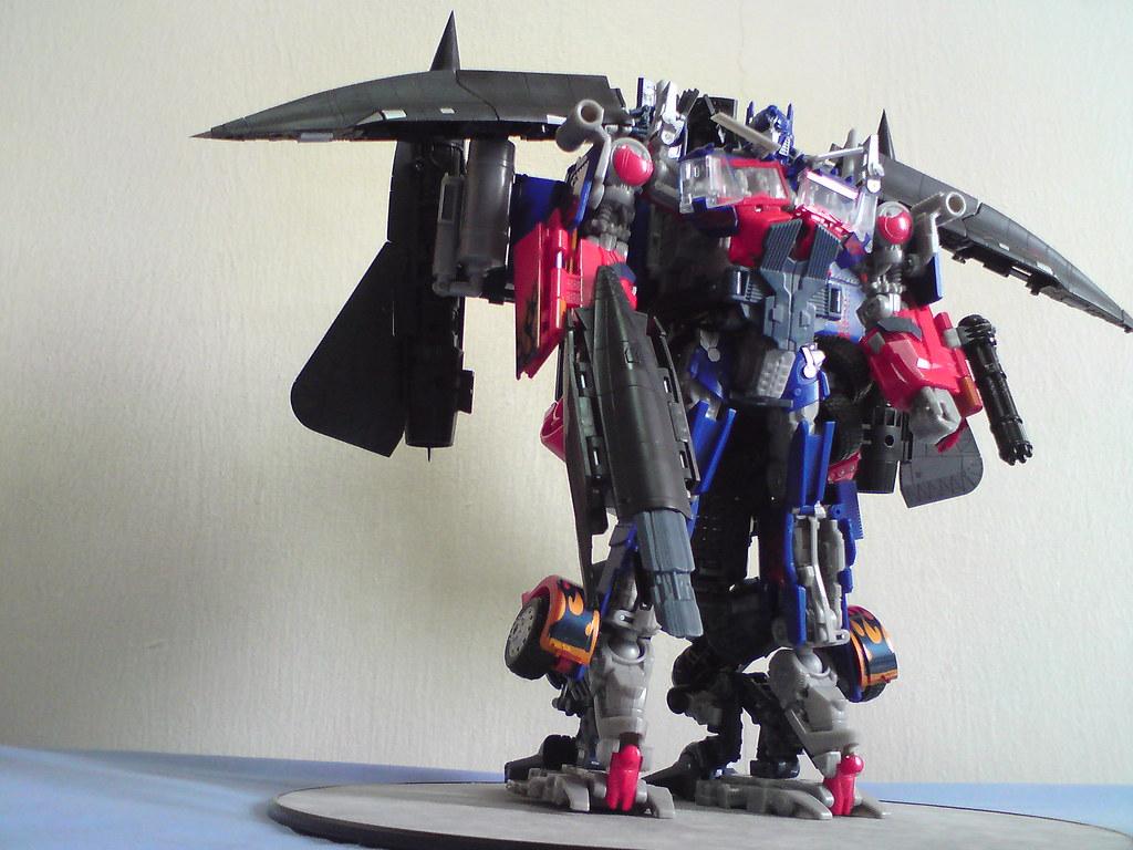 transformers leader class jetfire combines with optimus pr