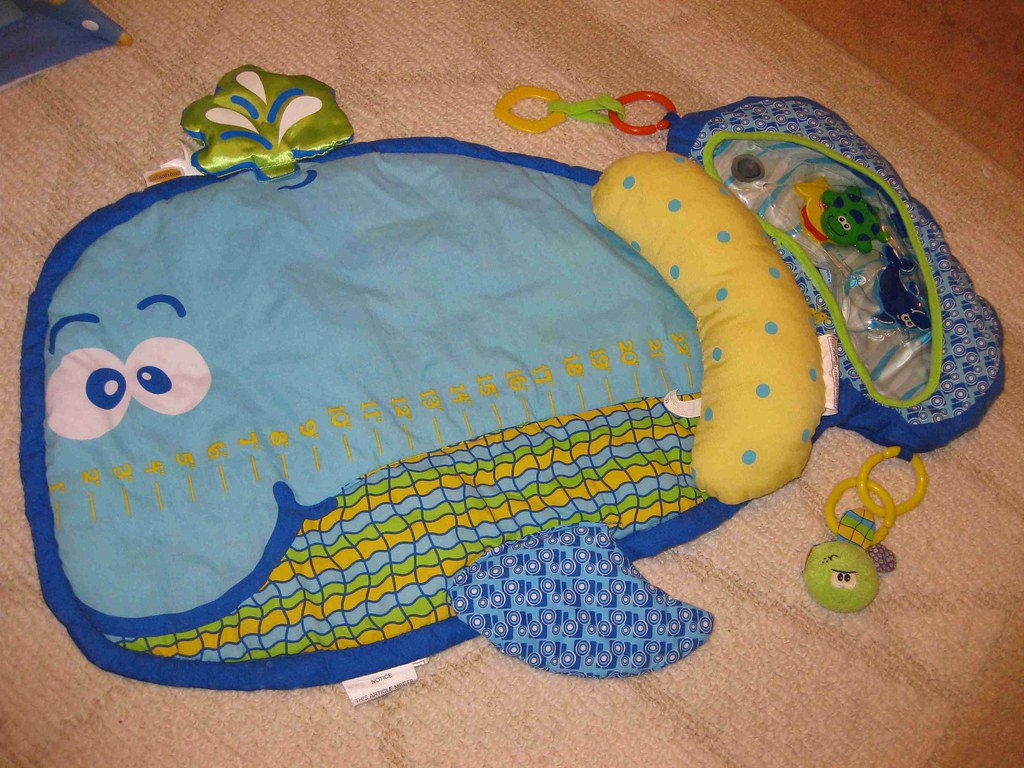 Infantino Whale Tummy Time Playmat 10 Whale Design