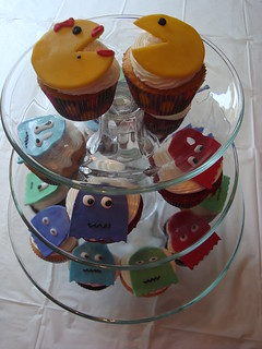 Mr. & Ms. Pac Man and Ghosts Cupcakes | by lizespo
