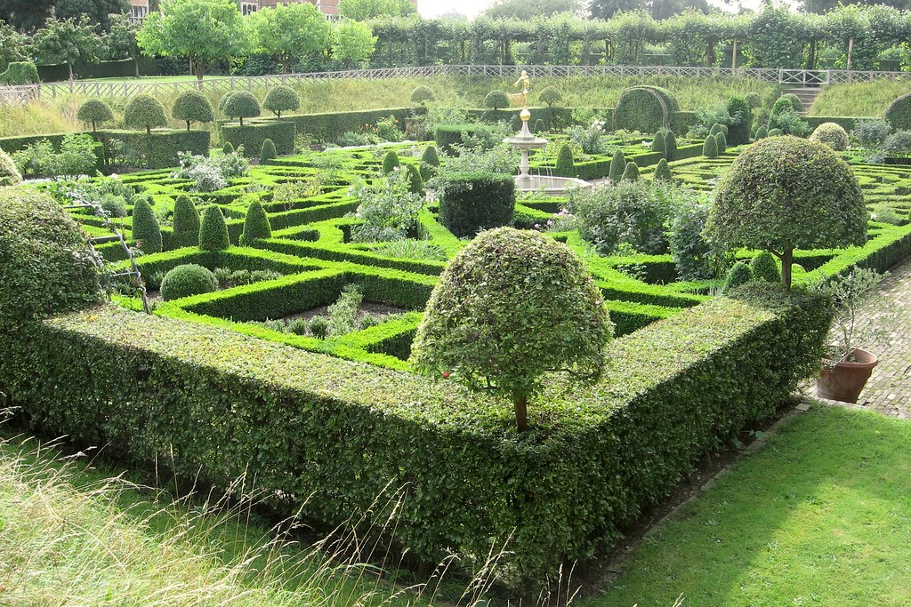 Knot Garden | The knot garden at Hatfield House was laid out… | Flickr