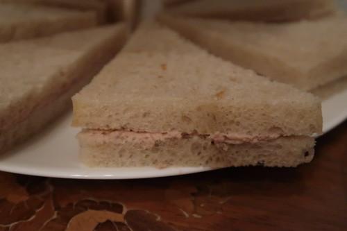 Sandwiches mit Thunfischcreme (= tuna sandwiches)