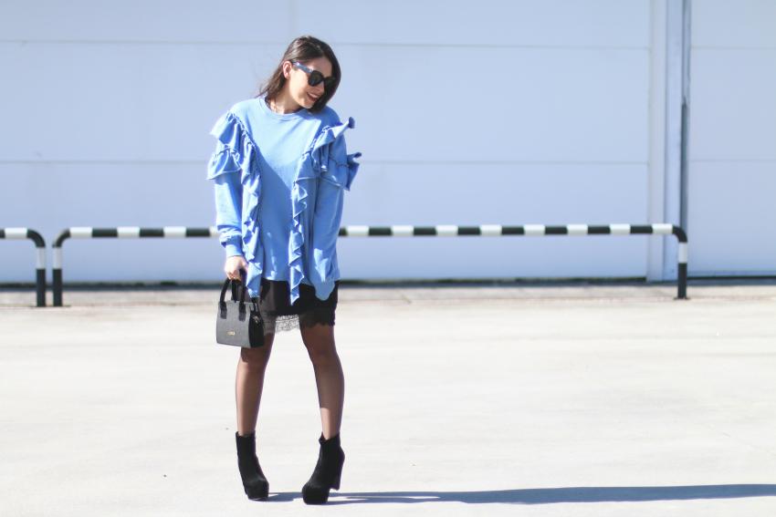sudadera-volantes-azul