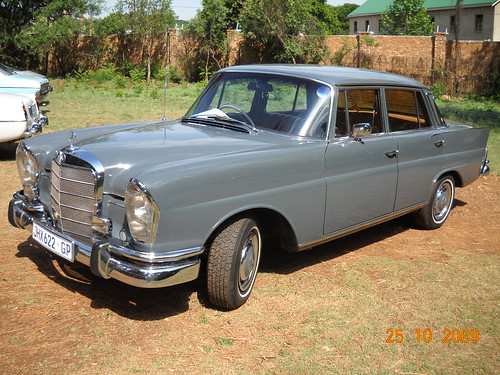Mercedes benz 1960 39 s 230s paul horn flickr for 1960 mercedes benz
