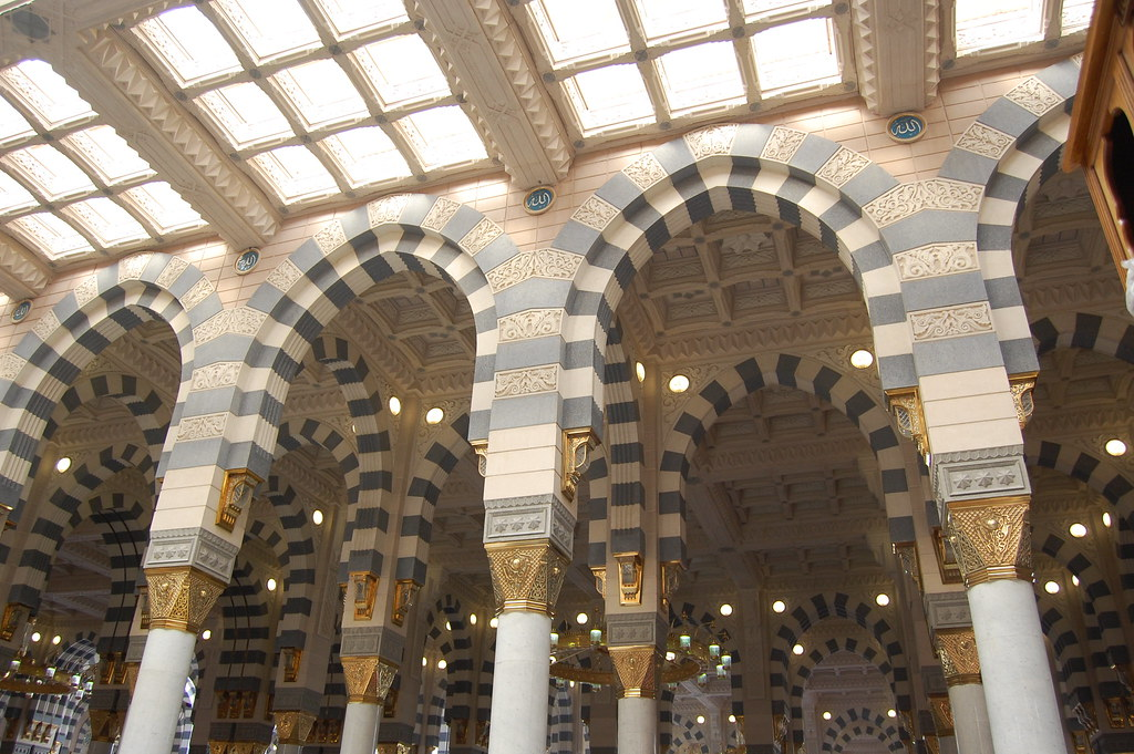 Interior design of al masjid al nabawi the mosque of the for An interior decorator